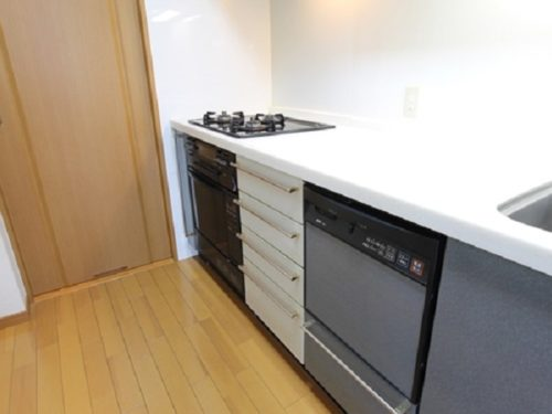 食器洗浄乾燥機、3口コンロ完備