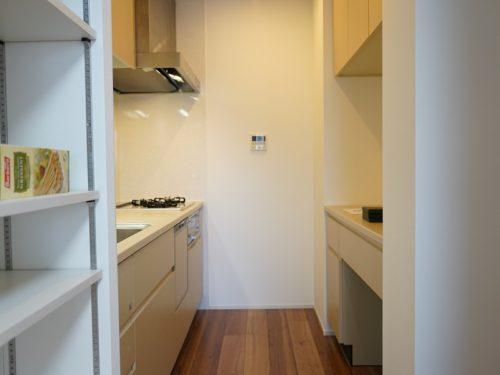 独立型キッチン、収納充実(キッチン)