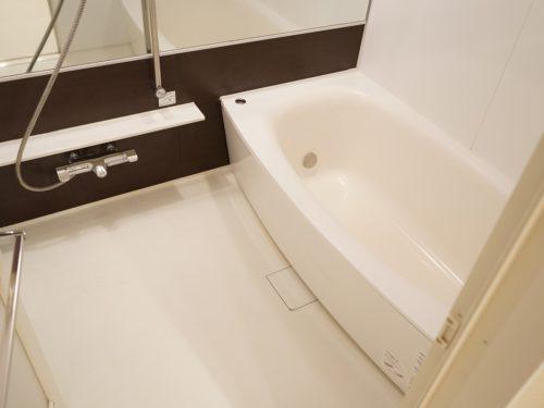1坪ある浴室。足を伸ばして入浴が可能(風呂)