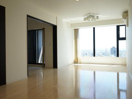 大開口窓、眺望をみながら気持ちの良い暮らしを実現(居間)