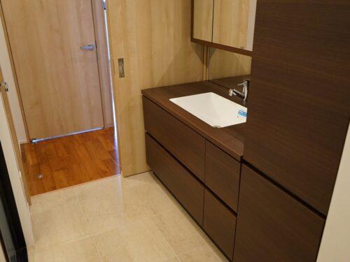 大理石の床、洗面所
