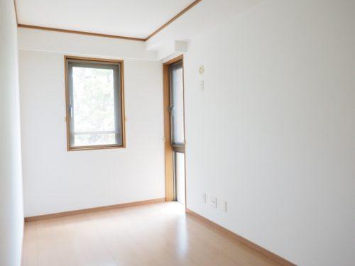 5.5帖ある洋室、2面採光(子供部屋)