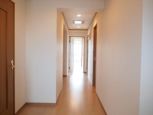 幅広い廊下