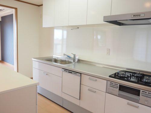 3口ガスコンロ、食器洗浄乾燥機完備(キッチン)