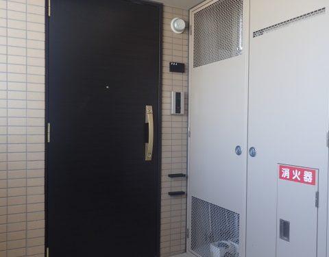 重厚感ある玄関ドア