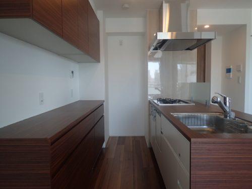 豊富な収納、広々キッチン